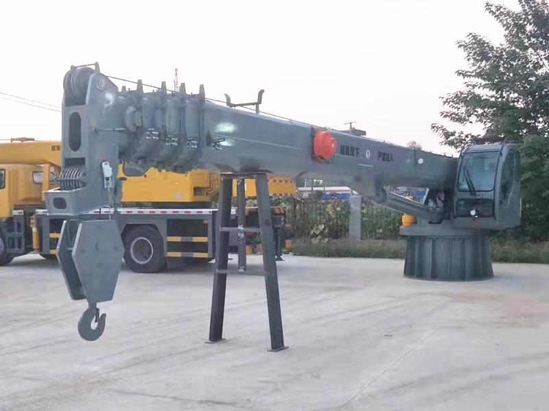 专业生产供应料斗 移动料斗码头用高架式起重机